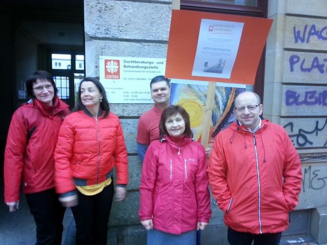 Die KollegInnen von der Caritas Suchtberatungs- und Behandlungsstelle Dresden sehen rot!